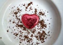 红色和金巧克力心脏 免版税库存照片
