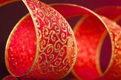 红色和金黄弓 免版税库存照片