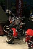 红色和镀铬物 摩托车印第安酋长经典之作2015红色 免版税库存照片