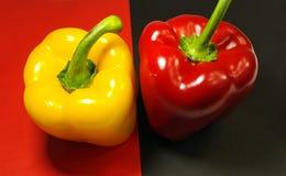 红色和黄色胡椒 免版税库存照片