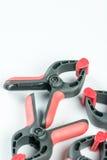 红色和黑人塑料木匠捏有拷贝空间的工具 库存图片