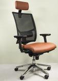 红色和黑扶手椅子 免版税库存照片