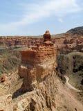 红色和黄色不用灰泥只用石块构造的岩层 免版税库存照片