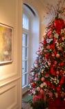红色和绿色圣诞树 库存图片