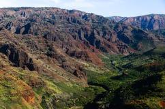 红色和绿色在Waimea峡谷 图库摄影