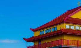 红色和黄色屋顶 免版税库存照片