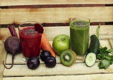 红色和绿色抗氧化圆滑的人 库存照片