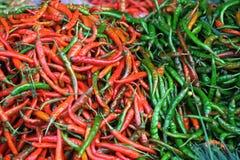 红色和绿色辣椒 免版税库存照片