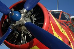 红色和黄色飞机 免版税库存图片