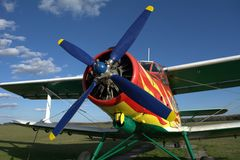红色和黄色飞机 库存照片