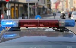 红色和metropoli的警车的蓝色闪光灯 免版税库存图片