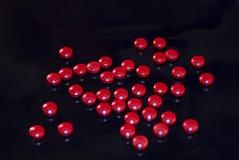 红色咖啡因的药片 图库摄影