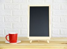 红色咖啡杯黑板 图库摄影