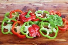 红色响铃新鲜的青椒 免版税库存图片