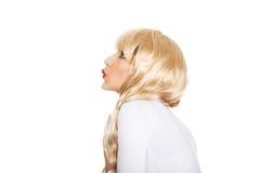 红色唇膏的可爱的白肤金发的妇女 库存图片