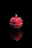 红色圣诞节中看不中用的物品。 库存图片