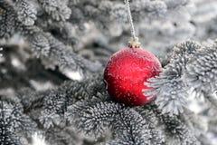 红色圣诞节中看不中用的物品 图库摄影