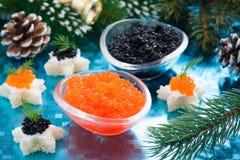红色圣诞节的开胃菜-和黑鱼子酱 库存图片