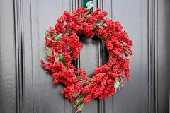 红色圣诞节花圈 免版税库存图片