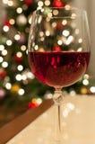 红色圣诞节酒 免版税库存图片