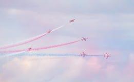 红色在塔林海湾上的箭头英国皇家空军特技显示在23 06 2014年 库存照片