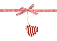 红色在小条的白色丝带 免版税库存照片
