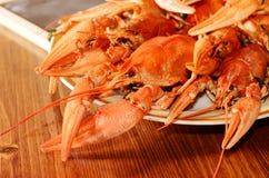 红色在板材的煮沸的小龙虾 快餐特写镜头照片  库存照片