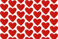 红色在白色背景的毛毡心脏 情人节轻拍 图库摄影