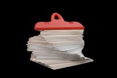 红色塑料夹子(纸夹) 免版税库存图片