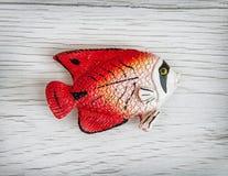 红色塑料鱼玩具,符号对象 图库摄影