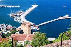 红色塔和港口看法从山阿拉尼亚,土耳其 库存图片