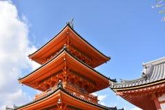 红色塔在日本 免版税库存照片