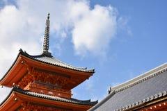 红色塔在日本 库存图片