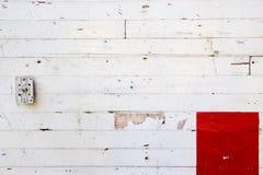 红色墙壁白色 库存图片