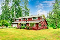 红色墙板房屋板壁房子 图库摄影