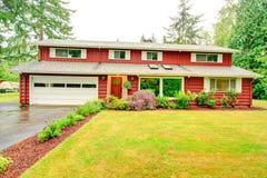 红色墙板房屋板壁房子 库存图片