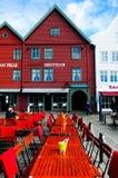 红色夜总会室外大阳台,卑尔根 免版税库存照片