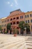 红色大厦在大广场在佩奇匈牙利 免版税库存照片