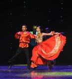 红色大裙子吉普赛人节日舞蹈这奥地利的世界舞蹈 免版税库存图片