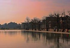 红色天空在阿姆斯特丹 免版税图库摄影
