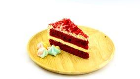 红色天鹅绒蛋糕和蛋白甜饼 免版税库存照片