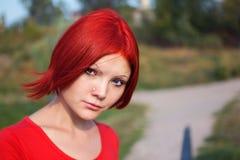 红色头发和heterochromic眼睛 免版税库存图片