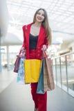 红色夹克的女孩 免版税库存图片