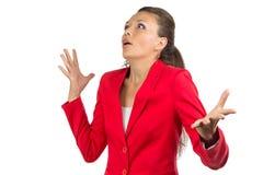 红色夹克的被启发的女商人 库存照片