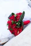 红色婚礼花束 免版税库存照片
