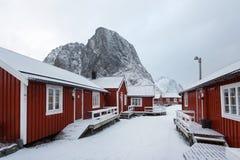 红色客舱在Hamnoy, Lofoten 免版税库存照片