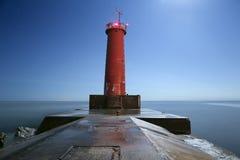 红色密歇根湖灯塔在晚上 库存照片