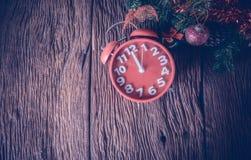 红色对xmas的闹钟等待时间 图库摄影
