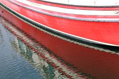 红色小船反映 免版税库存图片