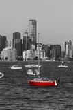 红色小船和墨尔本地平线 库存图片